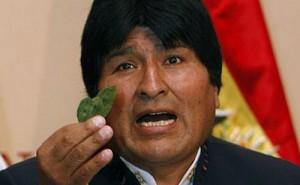 Президент Боливии Эво Моралес с листьями коки