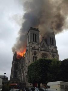 Пожар в базилике св. Донациана в Нанте