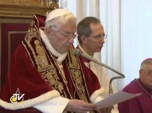 Бенедикт XVI зачитывает декларацию об отречении, 11 февраля 2013 года