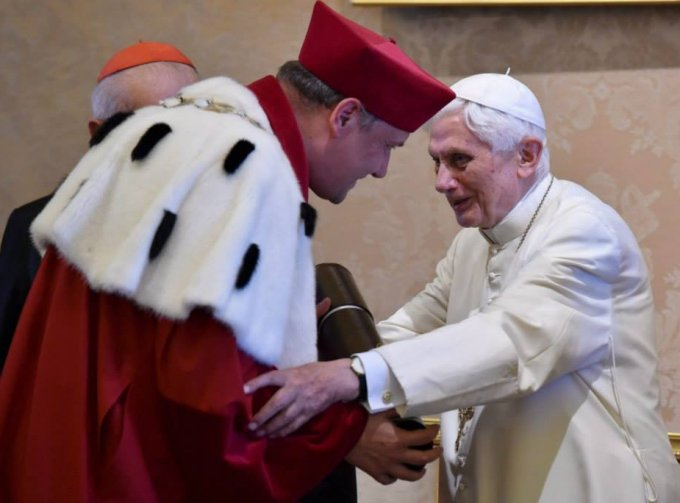 Бенедикт XVI получил два почетных докторских диплома