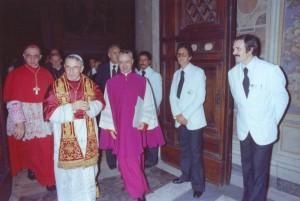 Иоанн Павел I перед выходом на балкон собора св. Петра