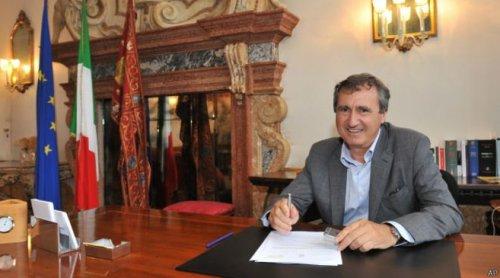 Мэр Венеции заявил о намерении запретить сказки про однополые браки и гомосексуализм