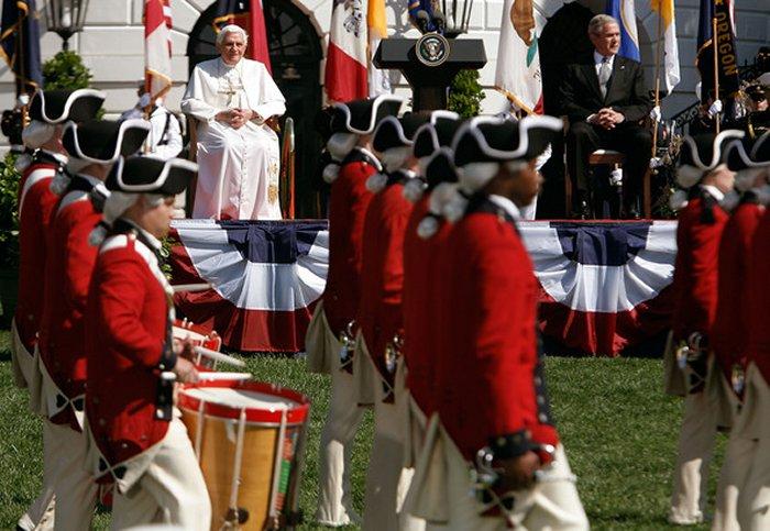 Бенедикт XVI во время приема перед Белым Домом