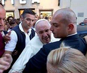 Мировые СМИ сообщили об очередном свидетельстве скромности папы Франциска
