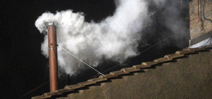 Белый дым над Сикстинской капеллой
