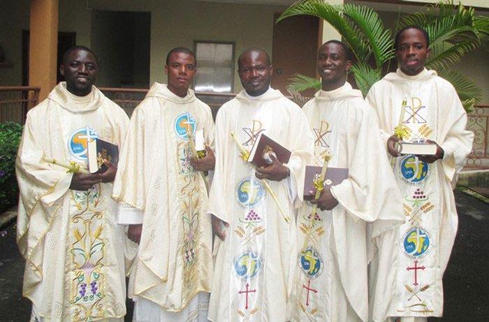 Сайт немецкой конференции епископов объяснил рост Церкви в Африке бедностью и необразованностью