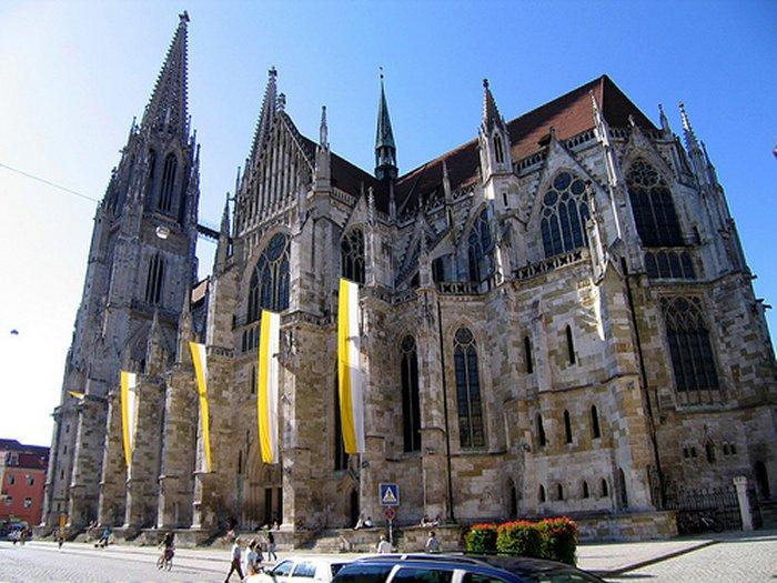 40 мигрантов заняли кафедральный собор Регенсбурга