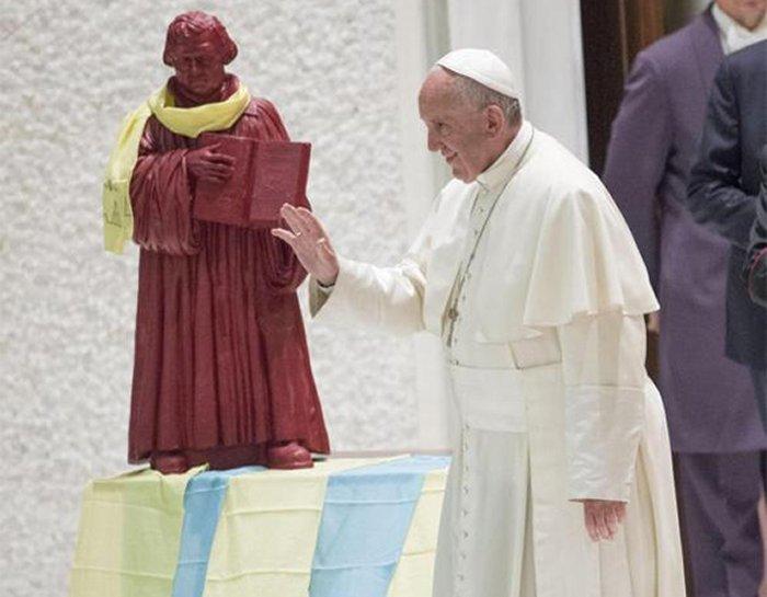 Ватикан выпустит почтовые марки с изображением Лютера в честь 500-летия Реформации