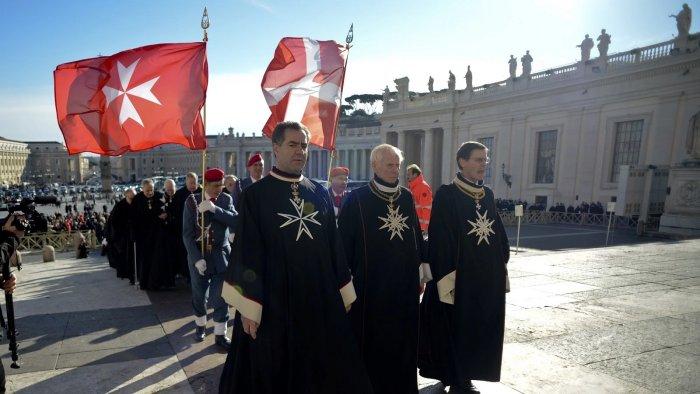 Рыцари Мальтийского Ордена на площади св. Петра в Ватикане