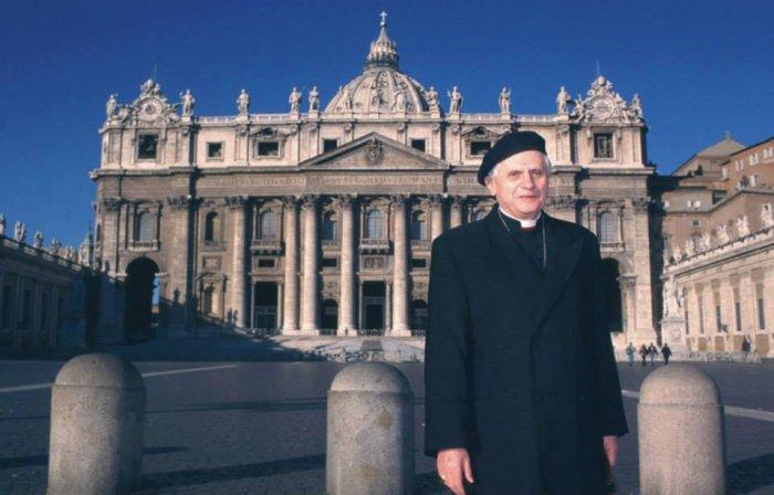Ратцингер в 1984 году: Церковь тихо перестает быть католической
