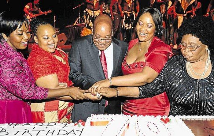 Президент ЮАР Джейкоб Зума с женами