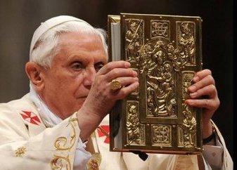 Франциск стремится «отменить» Ратцингера