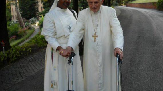 «Землетрясение» в Ватикане. Франциск атакует Папу Бенедикта