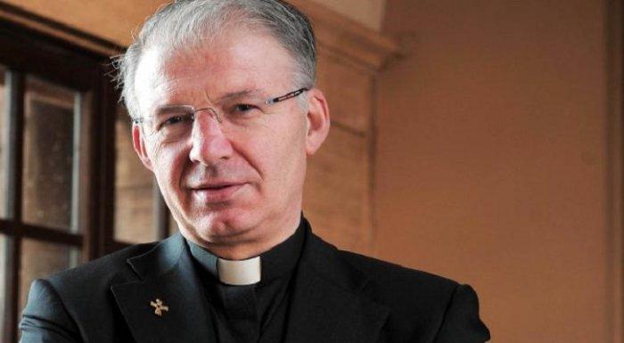 Священник Мауро Индзоли