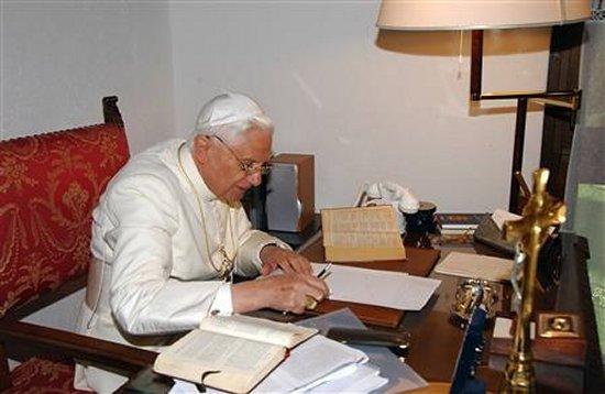 Бенедикт XVI: «Будем молить Господа, чтобы он пришел на помощь Своей Церкви»